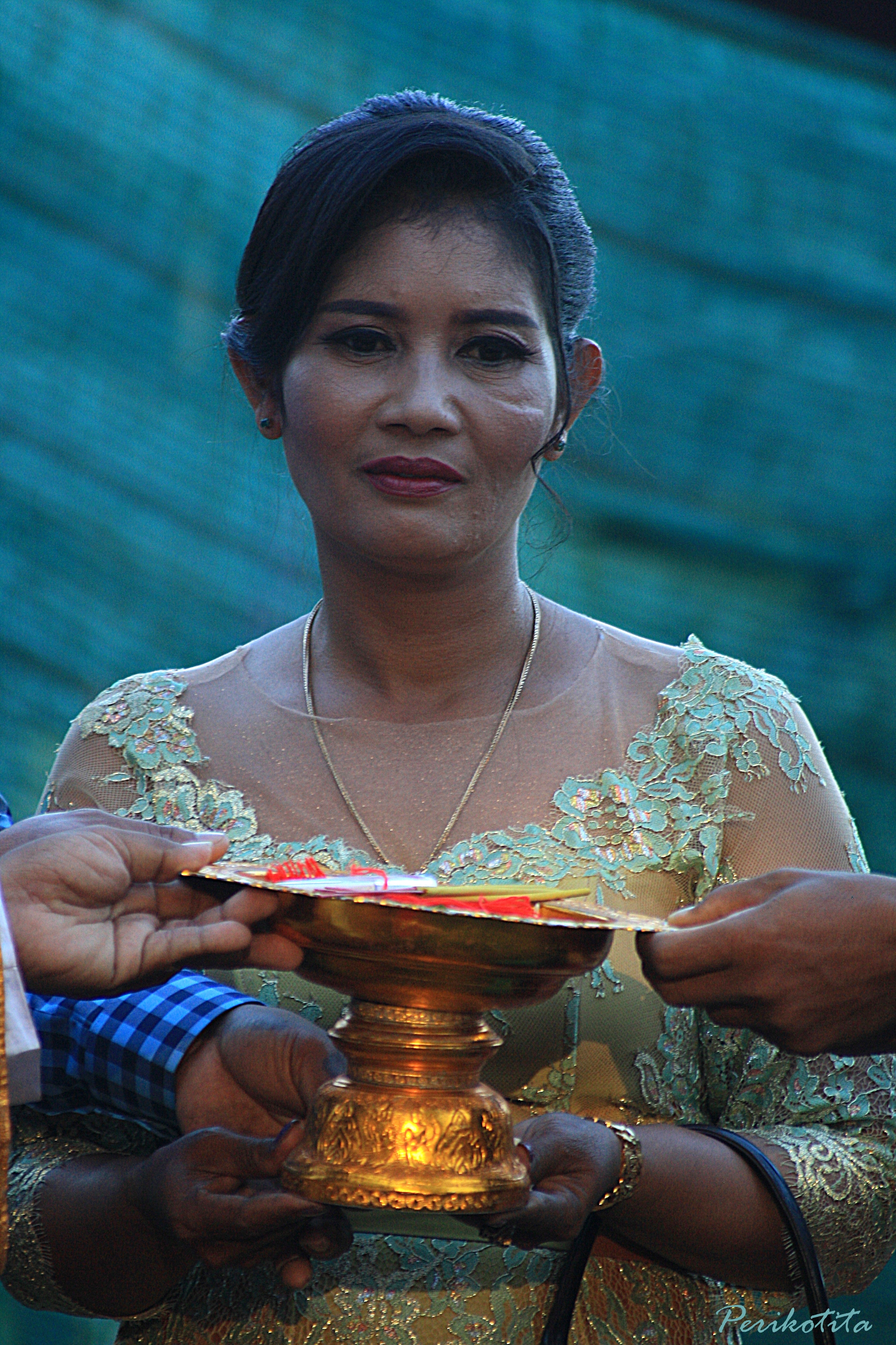 Madre novia ofrenda